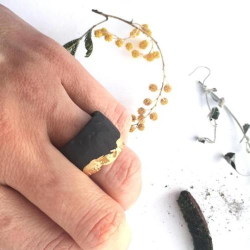 Maži dalykai.  unisex juodo porceliano žiedas